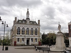 The old Staines Town Hall and War Memorial - panoramio.jpg