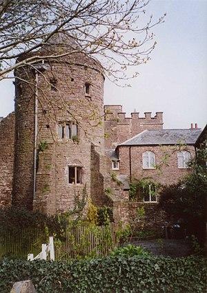 Tiverton Castle - South-east tower, Tiverton Castle, external view