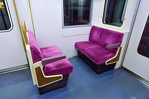 Tokyo Metro 9000 series - A transverse seating bay at the end of a prototype car