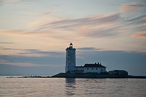 Tolbukhin lighthouse 002.jpeg
