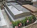 Tombe Raoul Follereau, Cimetière d'Auteuil, Paris.jpg