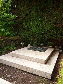 Tombe d'Hergé Friedhof Uccle Bruxelles.JPG