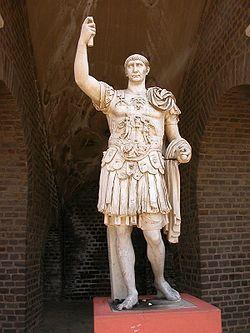 Estatua de Marco Ulpio Trajano en Xanten (Alemania)
