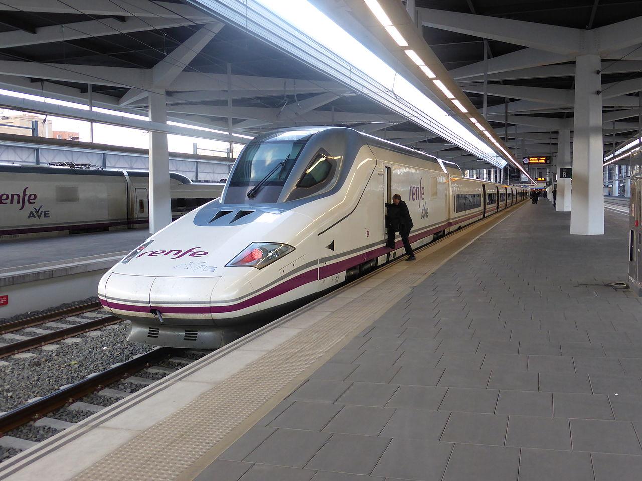 File tren ave en la estaci n de valencia espa a serie for Ave zgz madrid
