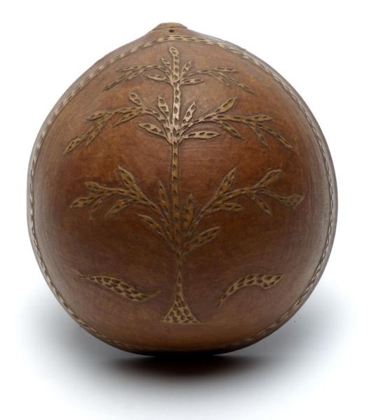 File:Tropenmuseum Royal Tropical Institute Objectnumber 1556-3a Gehalveerde kalebasschaal met ingesned.jpg