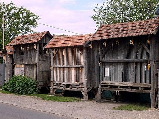 Tschardaken in der Tschardakenstraße in Halbturn (Burgenland, Österreich)