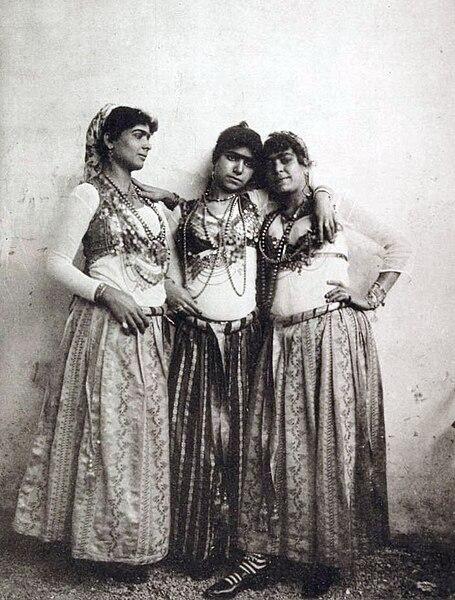 File:Types de danseuses indigènes (1889) - TIMEA.jpg