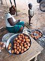 Une dame qui vend des beignets.jpg