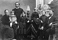 Urkuri Lauri Hämäläisen ja vaimonsa Emma Kekonin perhe, mm. tytär Aino vuonna 1888.jpg