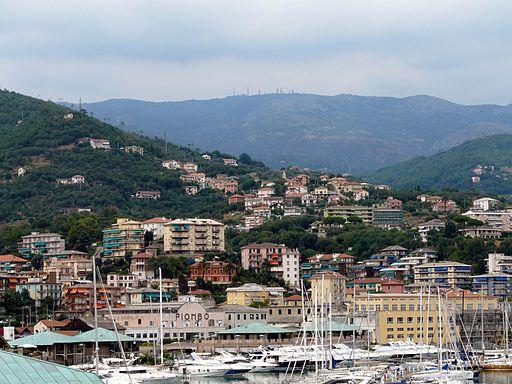Varazze-panorama del porto e della citta3