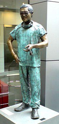 Victor Chang bronze statue Klarfeld.JPG