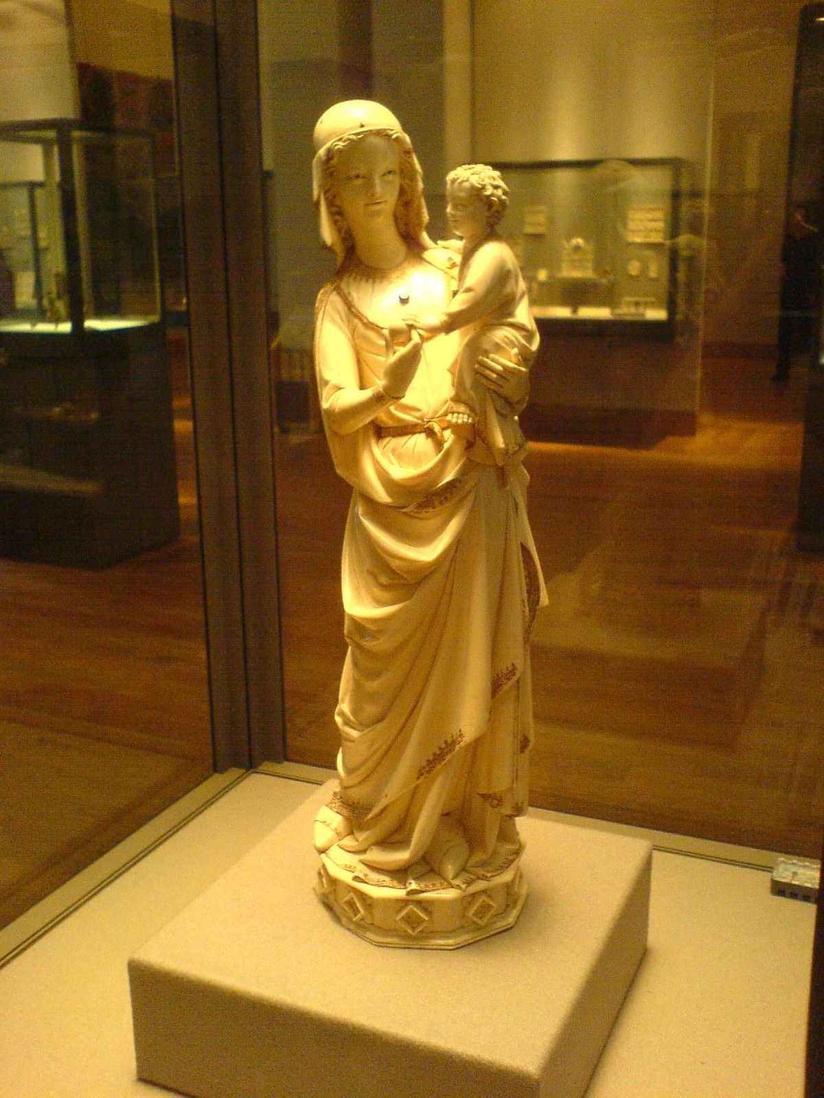 1200px-Virgin_and_Child_from_the_Sainte-Chapelle.JPG