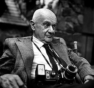 Roman Vishniac - Roman Vishniac, 1977. Photo by Andrew A. Skolnick