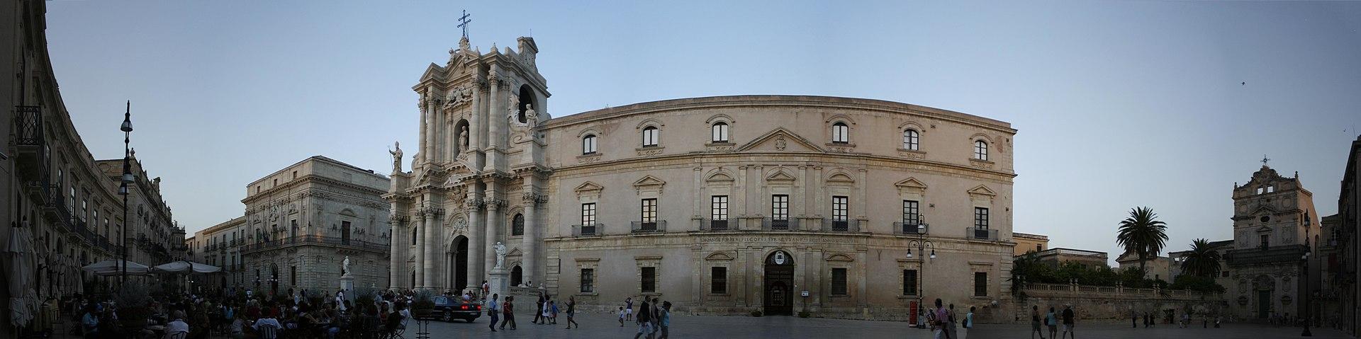 Visuale - Piazza Duomo - Syracuse.jpg