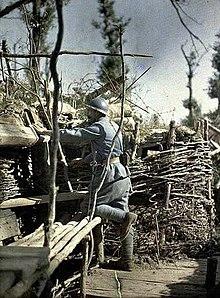 بداية حرب الخنادق 220px-WWI-French-trench-Hirtzbach-Woods-16-June-1917