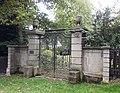 Waldfriedhof Fulmecke Eingangstor.jpg