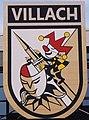 Wappen der Villacher Faschingsgilde mit Maske und Narrenkappe.jpg
