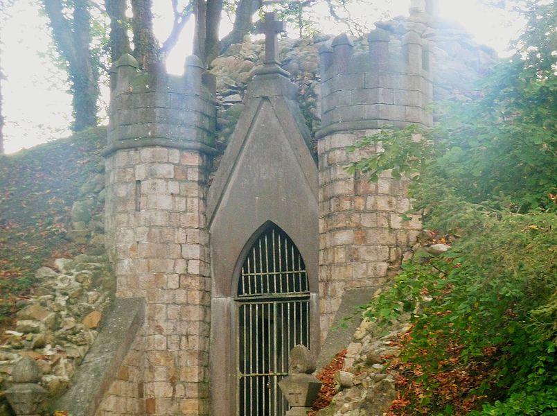 Le mausolée du Philanthrope (caveau Delvallée)  Wargnies-le-Grand  Nord.- France.