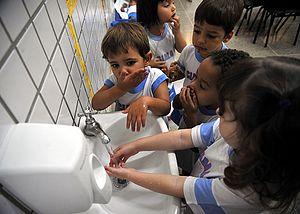 Kids washing hands.