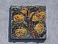 Wien-Penzing - Gemeindebau Hadikgasse 268-272 Stiege 16 - Mosaik Äpfel - Fritz Mörl 1953-54.jpg