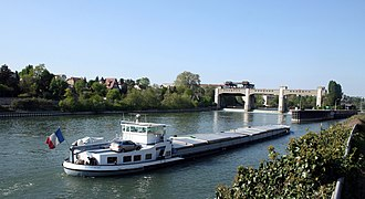 Voies navigables de France - A barge on the River Seine, one of the waterways managed by VNF.