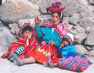 Quechua people - Quechua woman with children