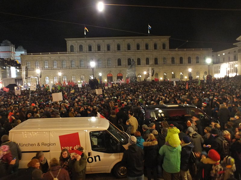 File:Wzwz 141222 munich against racism k.jpg