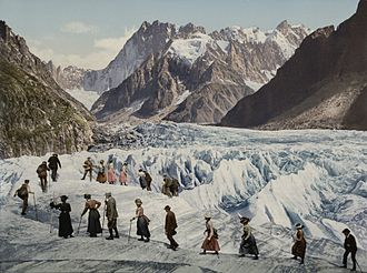 Chamonix - Chamonix Valley: crossing the glacier on foot (between 1902 and 1904)