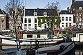 Zicht op het pand vanaf de overkant van de Noorderhaven, ligging in het straatbeeld - Groningen - 20416946 - RCE.jpg