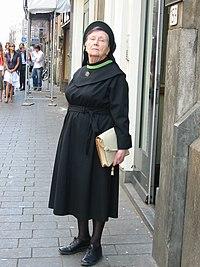 Zuster augustinesse in de Warmoesstraat Amsterdam 20070427.JPG