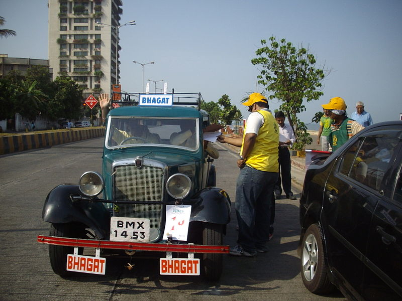 File:'Vintage car' owned by 'vintage car dealer' at the'Mumbai vintage car rally-2010'.jpg