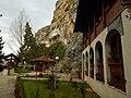 В двора на Бесарбовския манастир.JPG