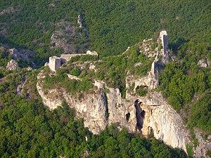 Sokobanja - Image: Сокоград изнад кањона реке Моравице
