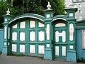 Флигель усадьбы И.Х. Раша, восстановленные ворота.jpg