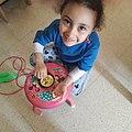 طفلة تتعلم صناعة الخبز الجزائر.jpg