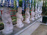 http://upload.wikimedia.org/wikipedia/commons/thumb/0/09/%E4%B8%83%E7%A6%8F%E7%A5%9E-Shichifukujin.JPG/180px-%E4%B8%83%E7%A6%8F%E7%A5%9E-Shichifukujin.JPG