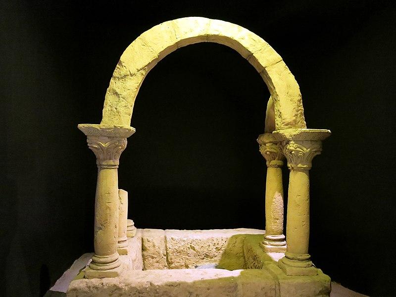 File:063 Museu d'Història de Catalunya, baptisteri del Bovalar.JPG