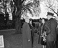 100 jaar KIM Den Helder bezoekdag Koningin Juliana. De vorstin wordt voorgesteld, Bestanddeelnr 906-7879.jpg
