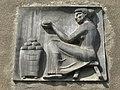 1090 Marktgasse 13 - Keramikrelief Marktverkäuferin von Gertrude Fronius 1958 IMG 3717.jpg