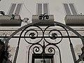 120 Vil·la Teresa, c. Pintor Mir 12 - c. Vilamar (Calafell), reixa d'entrada.jpg