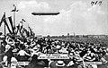 1909-08-29 Graf Zeppelin mit dem Luftkreuzer ZIII über Berlin.jpg