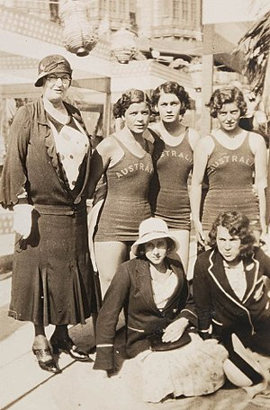 Chaperone (social) - Mrs Chambers (chaperone), Bonnie Mealing, Clare Dennis, Frances Bult, Eileen Wearne, Thelma Kench (N.Z. sprinter) at the 1932 Summer Olympics in Los Angeles