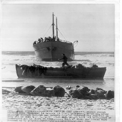 1947 - חוף ניצנים - האוניה סוזנה עוגנת לאחר שפרצה את ההסגר הימי הבריטי עם פליטים יה-PHL-1088413