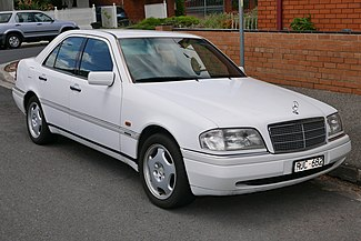 1994 Mercedes-Benz C 220 (W 202) Elegance sedan (2015-11-13) 01.jpg