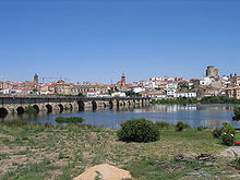 Photo of Alba de Tormes in 2006 showing the bridge over the Tormes in the foreground and the city in the background