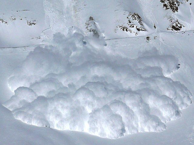 Small powder snow avalanche