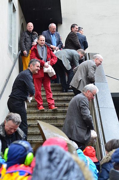 File:2014 Eis-zwei-Geissebei - Rathaus - Hauptplatz 2014-03-04 15-25-33.JPG