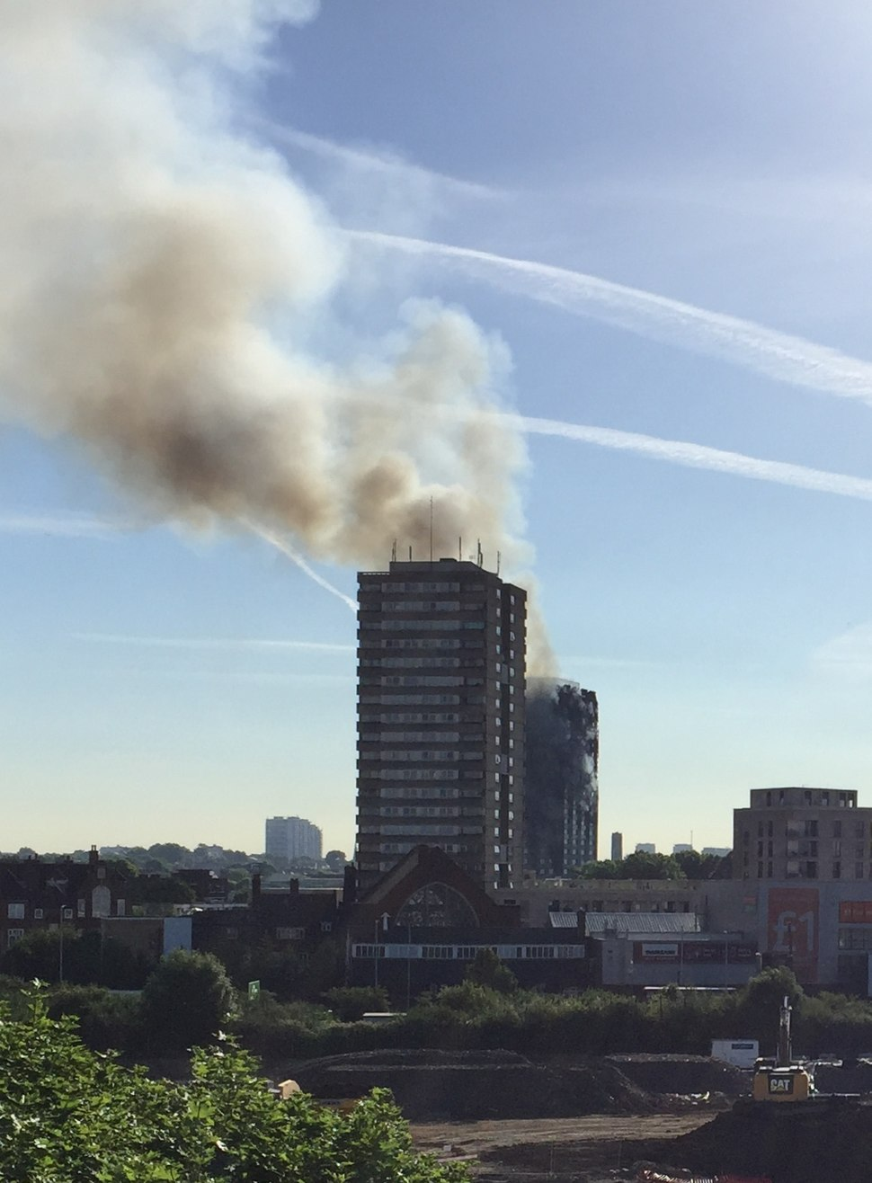 20170614-grenfell-tower-inferno-smouldering-cropped