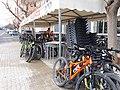 2020-01-25 Bicicletes aparcades al Bar València d'Altura 01.jpg