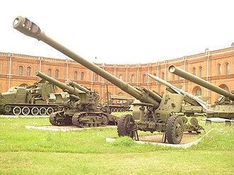 152 mm howitzer 2A65 - 152-mm howitzer 2A65 «Msta-B» in the Saint-Petersburg Artillery museum.